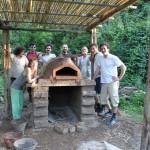 Il primo nostro forno in terra cruda (ancora qui in fase di costruzione)