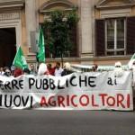 Sit-in sotto il Ministero dell'agricoltura, contro la vendita del patrimonio pubblico