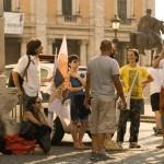 I Coraggiosi aspettano in piazza del Campidoglio l'esito dell'incotro con il sindaco, l'assessore al Patrimonio, l'assessore all'Urbastica. Estate 2013